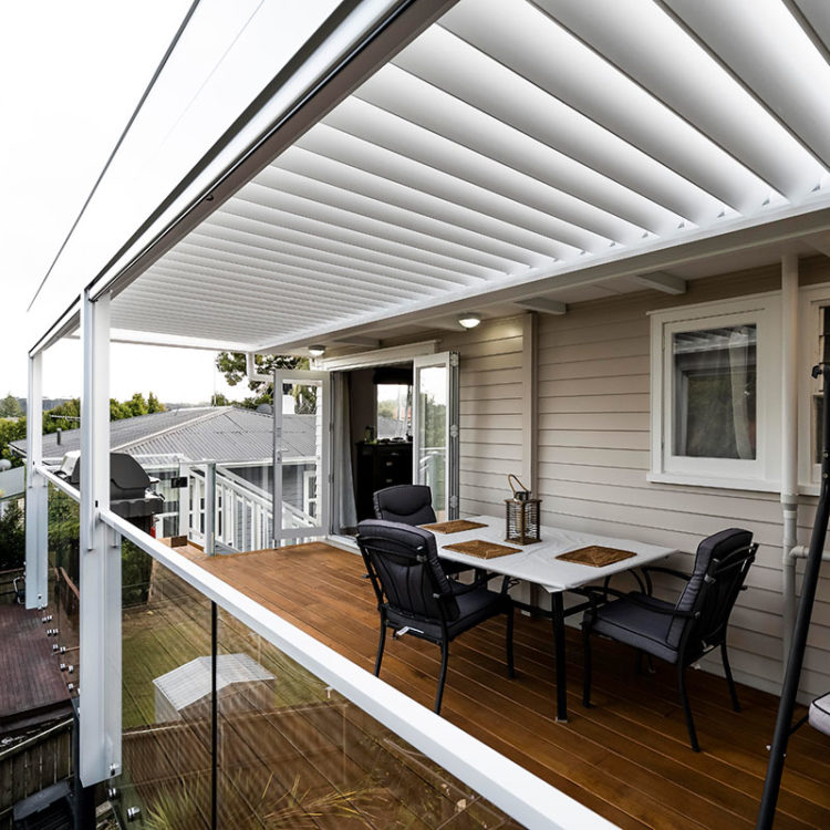 Deck with louvres